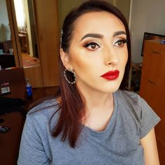 Classic makeup look with red lips 👄👄👄 Classic Makeup Looks, Red Lips Makeup Look, Red Lipsticks, Fashion, Moda, Fashion Styles, Fashion Illustrations