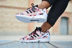 amorshoes-adidas-originals-zx-flux-flores Kanye West And Kim, Adidas Originals Zx Flux, Adidas Zx Flux, Kim Kardashian, Asics, Adidas Sneakers, Celebrity Style, Celebrities, Shoes