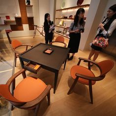 This beautiful mahjong table set was spotted at the Hermes store at Taikoo Li in Chengdu. Way over my budget but it sure is beautiful. Gaming Furniture, Table Furniture, Furniture Sets, Furniture Design, Mahjong Table, Domino Table, Chess Table, Chinese Furniture, Dinning Chairs