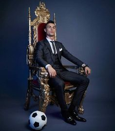 Looking for New 2019 Juventus Wallpapers of Cristiano Ronaldo? So, Here is Cristiano Ronaldo Juventus Wallpapers and Images Messi And Ronaldo, Ronaldo Football, Fifa Football, Football Awards, Football Soccer, College Football, Messi Vs, Cristiano Ronaldo Juventus, Lionel Messi