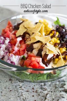 This fresh, delicious salad is perfect served as the main course for a summer lunch or dinner Bbq Chicken Salad, Grilled Chicken, Delicious Dinner Recipes, Healthy Salad Recipes, Healthy Food, The Ranch, Coco, Beef Recipes, Clean Eating