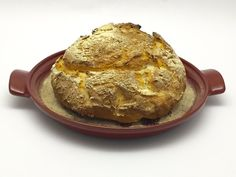 Pagnotta senza glutine lievitata con il kefir:  http://stellasenzaglutine.com/2015/11/04/pagnotta-senza-glutine-lievitata-con-il-kefir-e-il-cuoci-pane-emile-henry/
