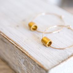 Simple and classic, zen style earring made of paper and gold, your perfect elegant jewelry!