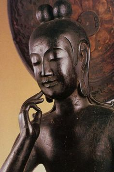 Miroku Bosatsu in Chuguji Temple, Nara, Japan Buddha Kunst, Buddha Art, Buddha Statues, Japanese Culture, Japanese Art, Japanese Beauty, Miroku, Art Asiatique, Religion