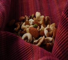 A lip smacking mix of cashew nuts, raisins, walnut kernels, pistachios and American almonds.