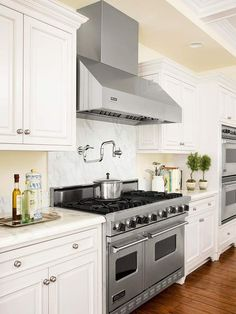 ✥ stove.  Traditional White Kitchen. Pro-Style Amenities.  Square footage alone doesn't make a kitchen work well -- rather, it's how the room is laid out. A professional-grade range includes two ovens, plus two wall ovens just steps away for an efficient work zone.