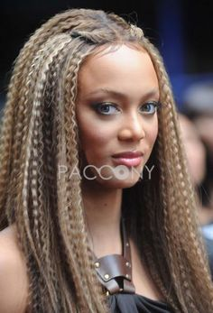 Hot Sale Fabulous Rihanna Hairstyle Long Small Wavy Lace Wig about 20 Inches 100% Human Hair