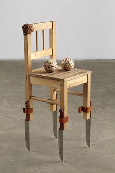 ik heb deze object gekozen omdat de poten messen zijn en daarom is het anders dan andere stoelen.