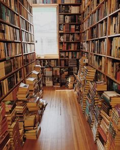Forever Lost in Literature Dream Library, Library Books, My Books, Read Books, Home Libraries, Book Aesthetic, Shelfie, Reading Room, Book Nooks