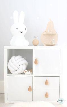 Fabriquer un meuble de rangement scandinave blanc poignées gouttes de pluie