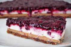 Frische Kokos-Erdnuss-Torte OHNE ZUCKER, MEHL, EI und OHNE BACKEN A cake without flour, sugar and eggs and no baking. Healthy Cake, Healthy Sweets, Healthy Baking, Eat Dessert First, Paleo Dessert, Dessert Recipes, Peanut Cake, Raw Cake, Low Carb Desserts