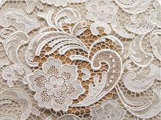 White Crocheted Lace Fabrics Retro Hollowed Florals door QFabrics