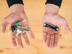 No bulk. No jangle. This pocket knife-like key keeper holds up to 10 keys.