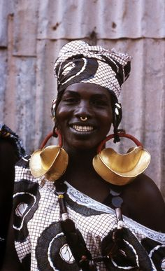 Africa | Bozo woman wearing traditional gold earrings. Mopti region, Mali. ca. 1975 | ©Gaby Kocher