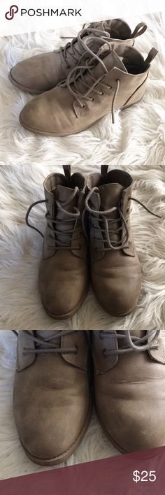 American Eagle Ankle Boots Preloved condition. Shows some minor signs of wear. Please see all pictures for accurate description of condition. American Eagle By Payless Shoes Ankle Boots & Booties