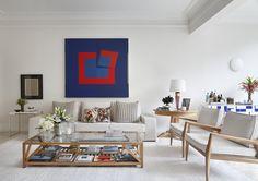 Azul royal: 12 ambientes em que a cor rouba a cena na decoração