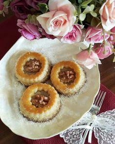 Pelit pastanelerinde satılan bu tatlıya bayılırım ve hep bir tarif arayışı içerisindeydim.Instagramda 'Mutlu Muna'yı takip etmeye ba...