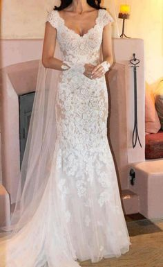 White and Gold Wedding. Sweetheart Neckline, Lace Trumpet Wedding Dress. renda grossa