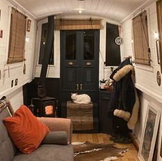 Canal Boat Interior, Sailboat Interior, Small Living Rooms, Tiny Living, Living Spaces, Interior Room Decoration, Interior Decorating, Interior Ideas, Home Decor