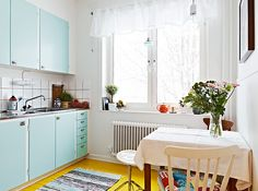 cute apartment kitchen - @Charity Barrow for some reason, my first thought was of you :D