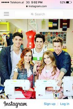 Netflix, Serie Tv, School Play, Friends Fashion, Disney Channel, Unicorns, Persona, Tv Shows, Celebrity