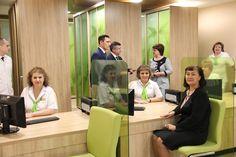 Регистратуры в поликлиниках берут пример с банков и отелей http://ks-yanao.ru/zdorove/registratury-v-poliklinikakh-berut-primer-s-bankov-i-oteley.html  Жителям Губкинского, чтобы попасть на прием к врачу, в регистратуре местной поликлиники больше не надо выстаивать очередь и заглядывать в окошечко.   Служба модернизирована по новым стандартам, регистратура теперь похожа на банковский офис.   Перемены произошли в ноябре. Между сотрудником поликлиники и пациентом убрали перегородку. В холле…