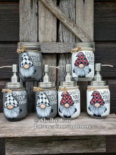 Mason Jar Seifenspender, Mason Jar Gifts, Jar Crafts, Diy And Crafts, Mason Jar Soap Dispenser, Painted Jars, Craft Night, Holiday Crafts, Holiday Decor