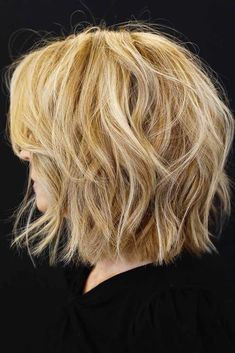 Finely Chopped Tousled Layered Bob ❤ Check out these stylish layered bob hairstyles for a daring and bold new look. Ideal for those who are tired of boring and unmanageable hair. Bob Hairstyles For Thick, Haircut For Thick Hair, Short Bob Haircuts, Hairstyles Haircuts, Woman Hairstyles, Natural Blonde Highlights, Neutral Blonde, Wavy Bobs, Textured Hair