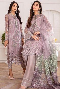 Pakistani Formal Dresses, Pakistani Party Wear, Pakistani Outfits, Indian Dresses, How To Look Classy, How To Look Pretty, Pakistani Suits Online, Pakistani Salwar Kameez, Salwar Suits