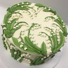Buttercream Lilly of the Valley made with tip #79 #whiteflowercakeshoppe #buttercreamcake #buttercreamlove #clecakes #buttercreamflowers #lillyofthevalley #cakeoftheday