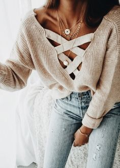 Nordstrom Clothes - lace up sweater. how to layer necklaces. cozy sweater o. Look Fashion, Fashion Outfits, Womens Fashion, Fashion Trends, Fall Fashion, 90s Fashion, Catwalk Fashion, Latest Fashion, Fashion Online