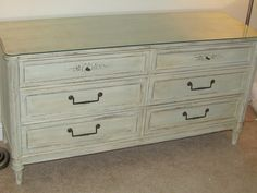 One Cheap Mama: Antique Distressed Dresser using Chalk Paint