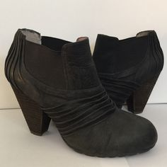 Vince Camuto sz 8 black leather booties boots In good used condition! Adorable with any outfit! Perfect year round! Vince Camuto Shoes Ankle Boots & Booties