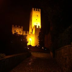 #Castellarquato #castello #castle #Piacenza #TurismoER #visitpiacenza #notte #night #vivopiacenza #igerspiacenza #volgopiacenza #igemiliaromagna #emiliaromagna  #atmosphere  #ig_piacenza #ig_emiliaromagna #top_italia_photo #nature #italia #italy #terrediverdi #vivoemiliaromagna  #instapic #volgoemiliaromagna #picoftheday #atmosfera #instanature #borghitalia #naturelovers #natura @turismoer @terrediverdi by federico_lavelli
