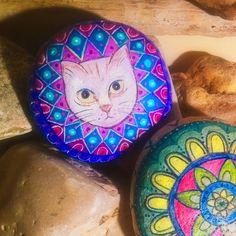 Appena finito il mio mandala-gattino #gatto #gatti #gattino #cat #cats #instagatto #instacat #catofinstagram #catoftheday #natureart #art #pantedstones #stones #pietre #sassidipinti #wild #instalove #love #Mandala #pietrepreziose #rocks #kitten #mavvyy #followme