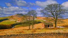 The Crag Inn at Wildboarclough lies in a quiet valley of easternmost Cheshire. The wild gritstone hills and moors of the Peak District rise all around. The farm buildings of the district are dark. High Ridge, Peak District, Golf Courses, Landscape, Walks, Buildings, Travel, Paint, Image
