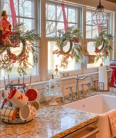 Add gusto to your Christmas celebration by crafting these fun DIY Christmas decorations. Go through innovative decorating ideas for adorning your house. Cozy Christmas, Christmas Holidays, Christmas In The Country, Farmhouse Christmas Trees, Christmas Decir, Christmas Garden, Small Christmas Trees, Christmas Houses, Christmas Cactus