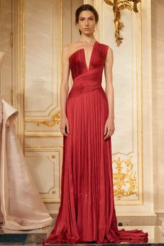 A surprising number of Arab designers now show at Paris Haute Couture Week, and their impact at the Fall 2017 Couture shows was tremendous. Rami Al Ali, Evening Dresses, Prom Dresses, Formal Dresses, Elegant Dresses, Pretty Dresses, Couture Dresses, Fashion Dresses, Modesty Fashion