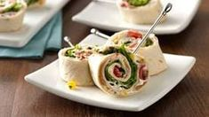 Turkey roll ups - Pretty spirals filled with thin-sliced turkey from the deli, fresh greens, peppers, and creamy dressing, roll up fast for a quick lunch or appetizer. Christmas Appetizers, Appetizers For Party, Appetizer Recipes, Christmas Recipes, Lunch Recipes, Tortilla Rolls, Roll Ups Tortilla, Tortilla Pinwheels, Joah