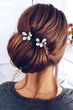 Updo wedding hairstyle inspiration #weddinghairstyles