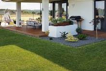 Dom w bodziszkach Bungalow House Design, Modern House Design, Design Case, Golf Courses, Farmhouse, Patio, Outdoor Decor, Plants, Projects