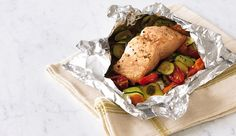 {Easy steamed salmon recipe} ---- steam salmon in foil with veggies and some broth. Steamed Salmon Recipes, Baked Salmon, Fish Recipes, Seafood Recipes, Salmon Foil, Drink Recipes, Jerk Salmon, Baked Fish, Veggie Recipes