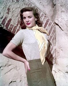 Jean Peters, - Hollywood loved those sweaters & scarfs Old Hollywood Glamour, Golden Age Of Hollywood, Vintage Hollywood, Classic Hollywood, Hollywood Style, Hollywood Fashion, Hollywood Actresses, Love Vintage, Vintage Glamour