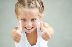 Wil je je kind helpen om z'n zelfvertrouwen te vergroten? Hier vind je 10 leuke oefeningen om het zelfvertrouwen van je kind te vergroten! Met spelletjes, tekenen en knutselen. Vergroot het zelfvertrouwen van je kind!
