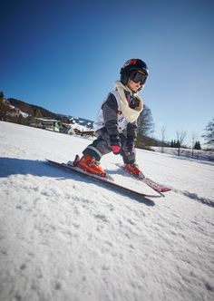 Die Kids genießen den herrlichen Frühjahrsschnee in #Saalbach. Frühlingsbeginn und die Bedingungen zum #Skifahren und #Snowboarden könnten kaum besser sein.