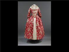 English silk & linen gown 1760-1769