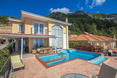 Panorama villa Alanya Set in Alanya in the Mediterranean Region Turkey Region, 3.7 km from Alanya Bus Station, Panorama villa boasts an outdoor pool and views of the sea. The accommodation is air conditioned and is fitted with a hot tub. Kleopatra Beach is 4 km away.