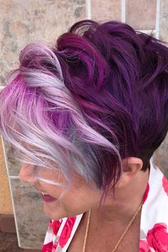 Trendy Hair Color Picture DescriptionToday many women opt for highlights for short hair as this style is really trendy and also quite flattering. Pick your new hairstyle here. Hair Color 2017, Hair Color And Cut, Cool Hair Color, Color For Short Hair, Pixie Hair Color, Short Purple Hair, Chic Short Hair, Purple Pixie, Funky Short Hair
