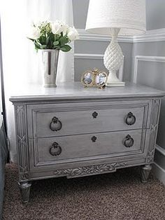 Metallic paint with antique glaze table makeover. Turn thrift store furniture into beautiful home decorating furniture. DIY Painting technique tutorial home Paint Furniture, Furniture Projects, Furniture Makeover, Bedroom Furniture, Metallic Furniture, Furniture Refinishing, Silver Painted Furniture, Diy Mirrored Furniture, Bedroom Drawers