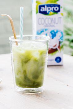 Easy, refreshing iced matcha latte - Green tea latte, matcha, iced drinks, summer